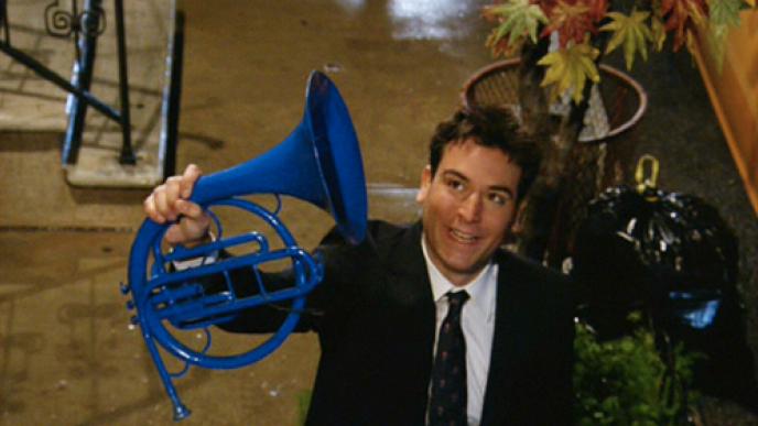 personagem HIMYM com a trompa azul